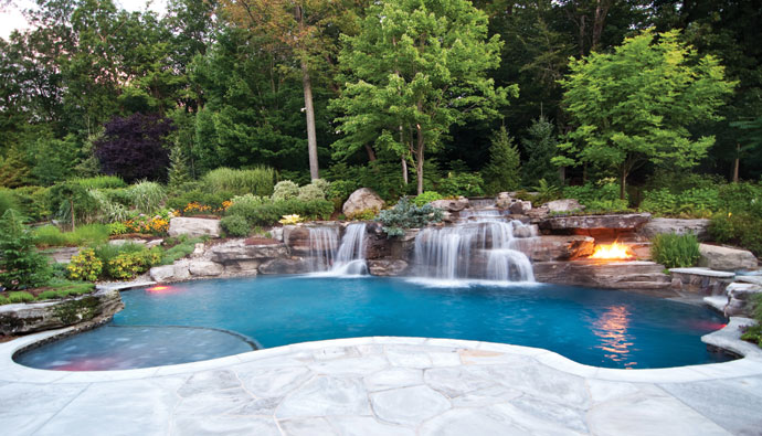 Beautiful landscaping suggestions for a swimming pool area